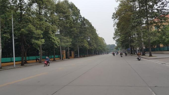 Đường Hùng Vương (hướng đi Hồ Tây).