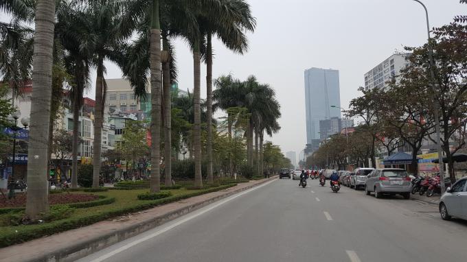 Trên phố Văn Cao (hướng đi Liễu Giai) rất ít người qua lại.