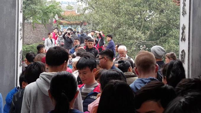 Phố phường Hà Nội chiều ngày đầu năm thoáng đãng lạ thường