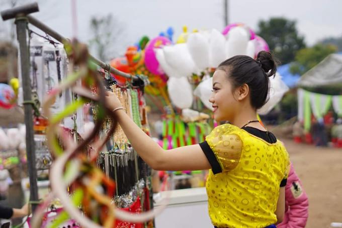 Nghệ An: Hàng vạn người nô nức trẩy hội Đền Vạn - Cửa Rào