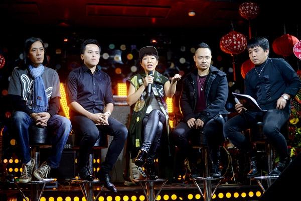 Hà Trần cùng ekip