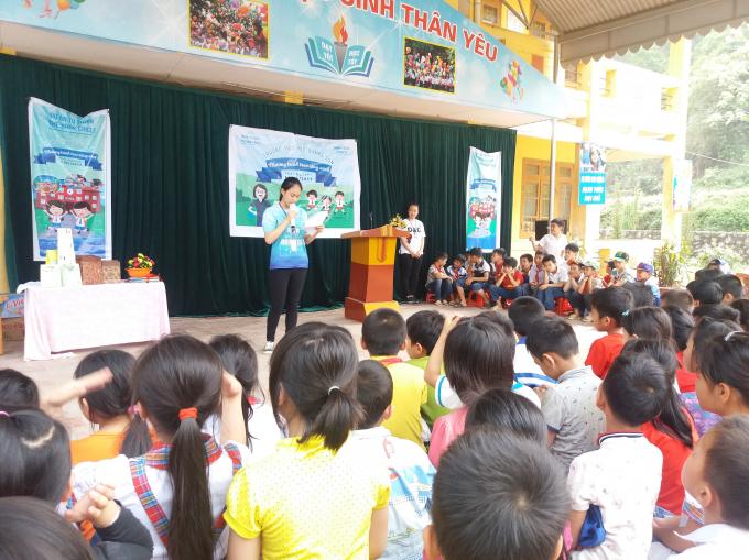 Dự án Vòng tròn sách đã quyên góp được hơn 400 đầu sách tại trường tiểu học Quang Sơn