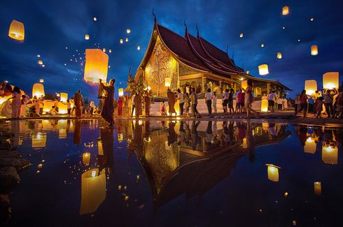 Lễ hội thả đèn trời thu hút du khách ở Thái Lan.