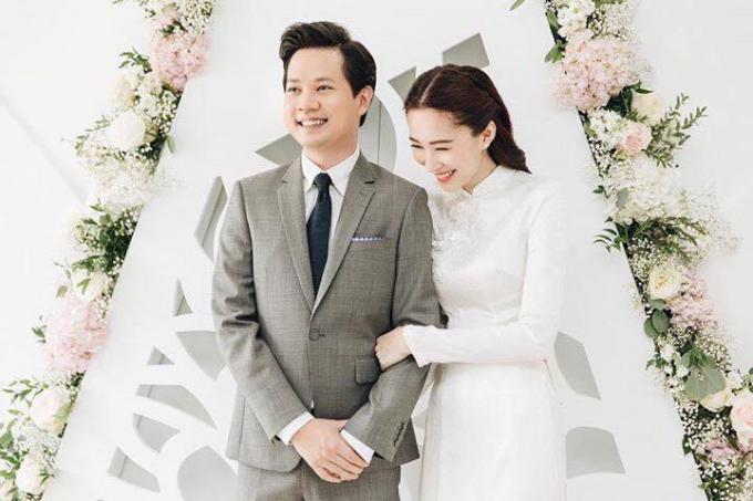 Nụ cười hạnh phúc của hoa hậu trong ngày đính hôn.