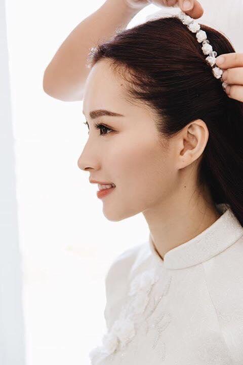 Vẻ đẹp mong manh như nước của Hoa hậu khiến không ít trái tim xao xuyến.