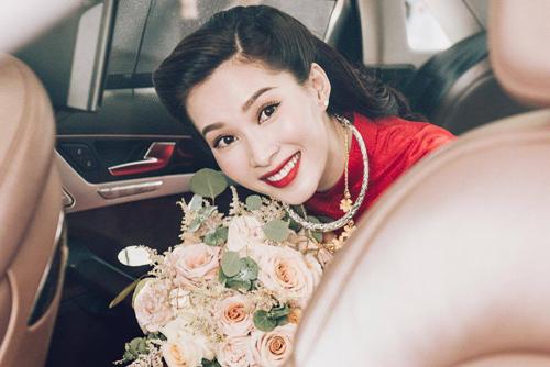 Người đẹp chính thức lên xe hoa về nhà chồng.