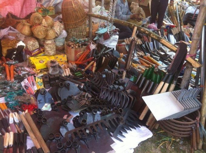 Lưỡi cày, bừa, cuốc xẻng là sản phẩm đặc trưng của người dân vùng chiêm trũng.