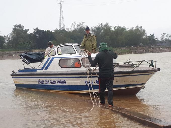 Quảng Nam: Bị truy đuổi, lâm tặc ném hàng chục m3 gỗ xuống sông Thu Bồn