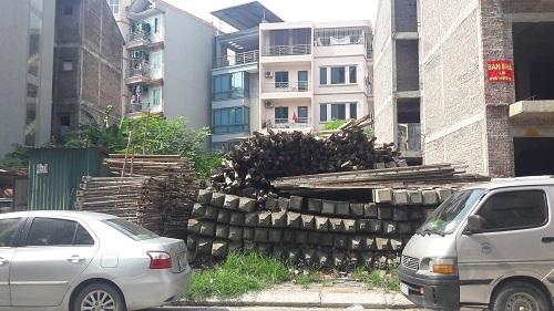 04 lô đất mà gia đình đã mua trở thành nơi tập kết vật liệu xây dựng
