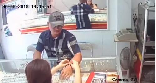 Khuôn mặt của vị khách nhìn trực diện - ảnh cắt từ camera