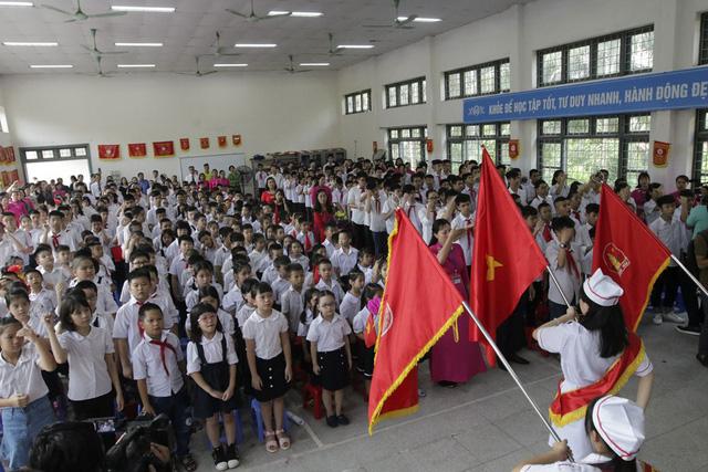 Trường PTCS Xã Đàn Là ngôi trường duy nhất ở thủ đô Hà Nội có các lớp chuyên biệt cho trẻ khiếm thính với hàng trăm học sinh được chia ra trong các lớp học chuyên biệt.