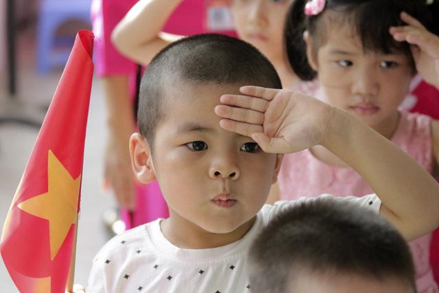 Quá trình phát triển của trường chia làm 3 giai đoạn chính, giai đoạn 1 1977 - 1981 bằng nhiều hình thức và phương pháp giáo dục đặc biệt giúp trẻ có tật thính giác trở thành người lao động có khả năng giao tiếp bằng ngôn ngữ nói, có trình độ học vấn tương đương bậc tiểu học, có khả năng làm nghề phù hợp.
