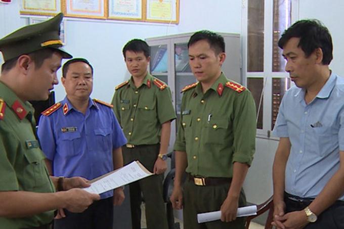 Ông Đặng Hữu Thủy (Phó Hiệu trưởng trường THPT Tô Hiệu, Sơn La, Ủy viên Tổ chấm trắc nghiệm) là 1 trong 3 bị can bị tạm giam