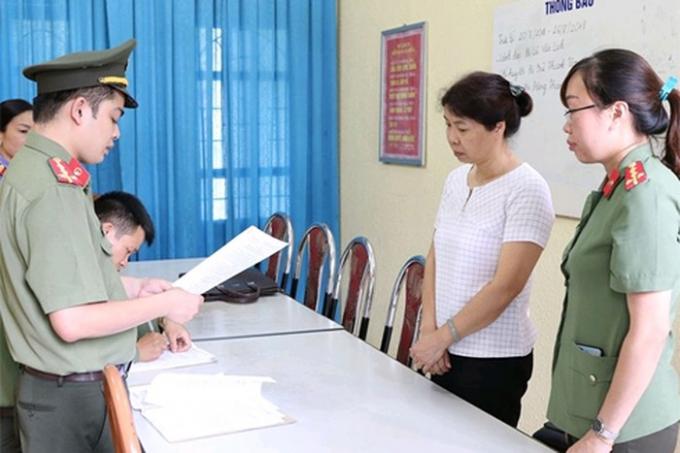Cơ quan An ninh điều tra Công an tỉnh Sơn La đọc Quyết định khởi tố bị can đối với Nguyễn Thanh Nhàn, Phó trưởng Phòng Khảo thí và Quản lý chất lượng giáo dục đã sai phạm trong kỳ thi THPT Quốc gia 2018