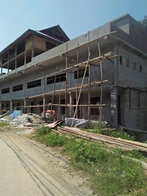 Ngôi nhà kiên cố được xây dựng và dần đi vào hoàn thiện