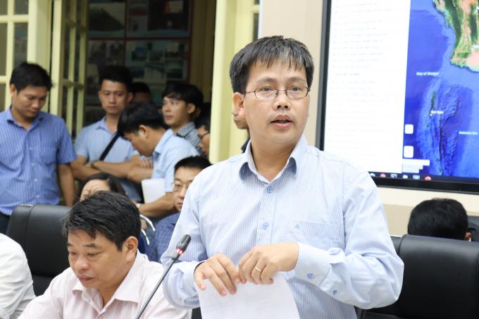 Giám đốc Trung tâm Dự báo KTTV Quốc gia Mai Văn Khiêm báo cáo tại cuộc họp