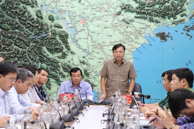 Thứ trưởng Bộ Nông nghiệp và PTNT Nguyễn Hoàng Hiệp và Phó Trưởng ban Chỉ đạo TW về PCTT - Tổng cục trưởng Trần Quang Hoài chủ trì cuộc họp.