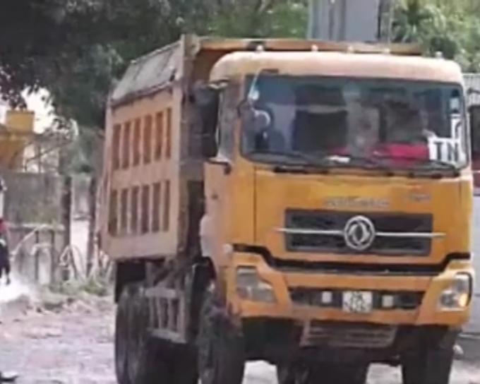 Xe tải tự do tung hoành trên địa bàn Nam Từ Liêm