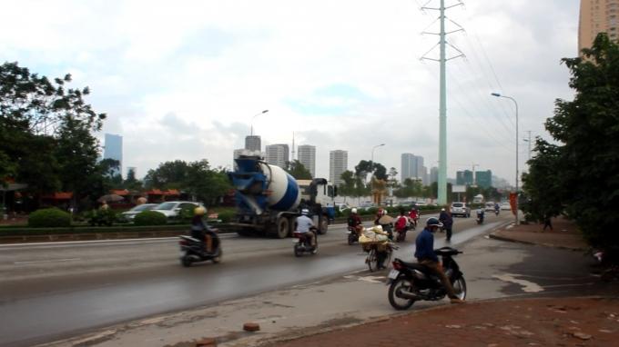 Nhiều xe ngang nhiên hoạt động trong giờ cấm