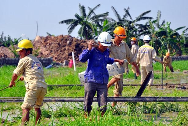 Nhà thầu Công ty CP Xây lắp điện 1 (PCC1) là đơn vị tham gia thi công công trình cột điện đường dây 500 kV Quảng Ninh – Hiệp Hòa. Ảnh: Hoàn Nguyễn