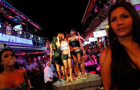 Hiện ở Thái Lan có hơn 250.000 người tham gia hoạt động bán dâm. Ảnh: Reuters