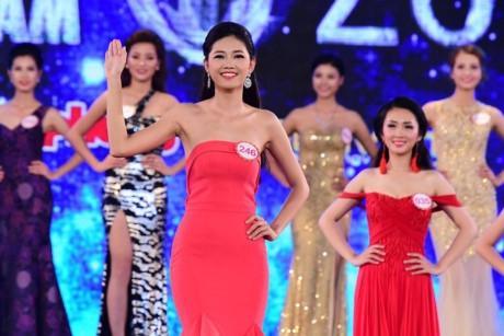 Người đẹp sinh năm 1994 tỏ ra bản lĩnh và tự tin qua các vòng của cuộc thi Hoa hậu 2016.