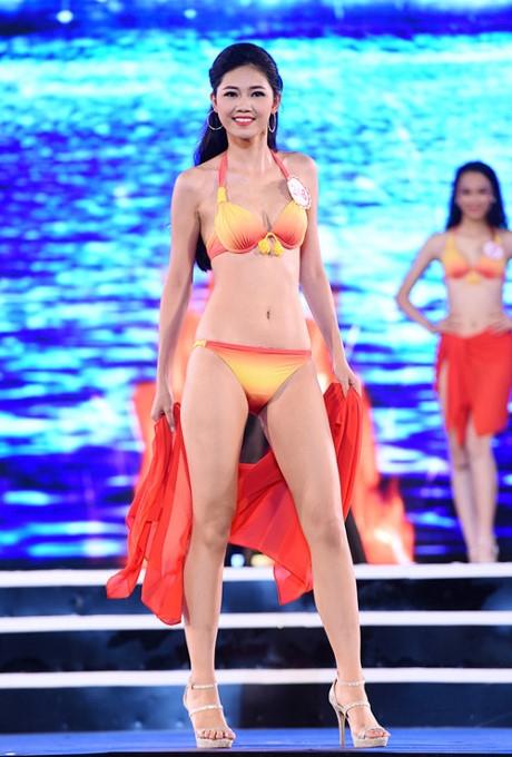 Với lợi thế hình thể, cô được đánh giá cao trong phần diễn bikini.