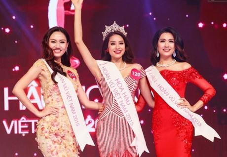 Cách đó một năm, chị gái Thanh Tú cũng đăng quang ngôi vị Á hậu 1 tại cuộc thi Hoa hậu Hoàn vũ năm 2015.