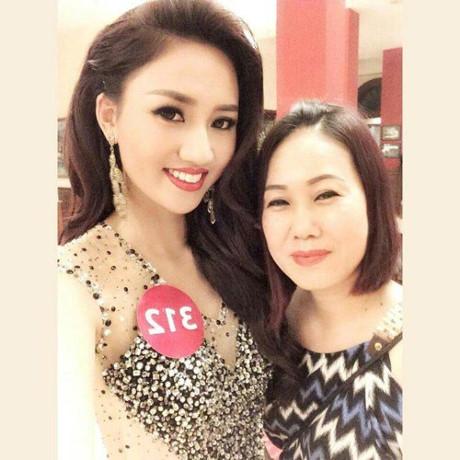 Ngô Trà My từng tiết lộ mẹ là người gắn bó với cô trong suốt quá trình tham gia cuộc thi Hoa hậu Hoàn vũ năm 2015.