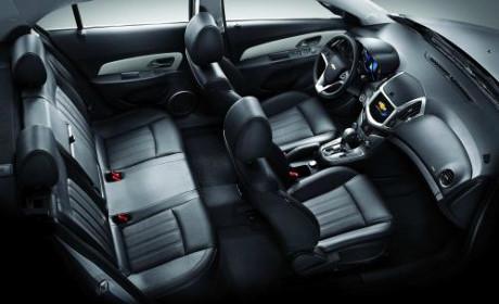 Cả hai phiên bản Chevrolet Cruze đều tạo ấn tượng bởi sự rộng rãi của không gian nội thất. Ảnh: GM Việt Nam
