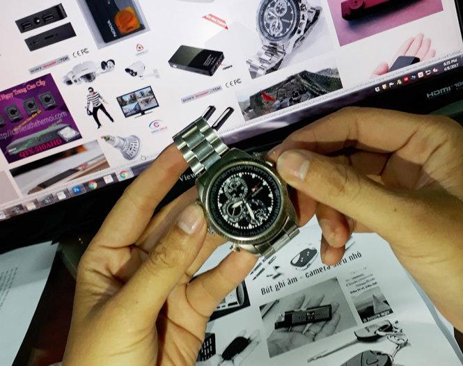 Đồng hồ ngụy trang ghi hình được rao bán trên mạng - Ảnh: T.T.D.