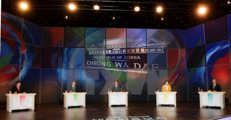 Các ứng cử viên Tổng thống tại cuộc tranh luận trực tiếp trên truyền hình ngày 13/4. (Nguồn: EPA/TTXVN)