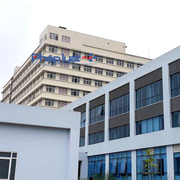 Chủ đầu tư Bệnh viện bệnh nhiệt đới Trung ương cũng hô biến tầng kỹ thuật thành 2 phòng riêng.