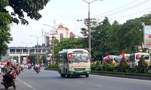 Xe buýt nối đuôi nhau trên đường TP Vinh