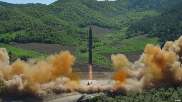 Vụ phóng tên lửa Hwasong-14 của Triều Tiên hôm 4/7 (Ảnh: Reuters)