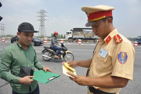 Không thay đổi tăng mức xử phạt vi phạm giao thông từ 1-8