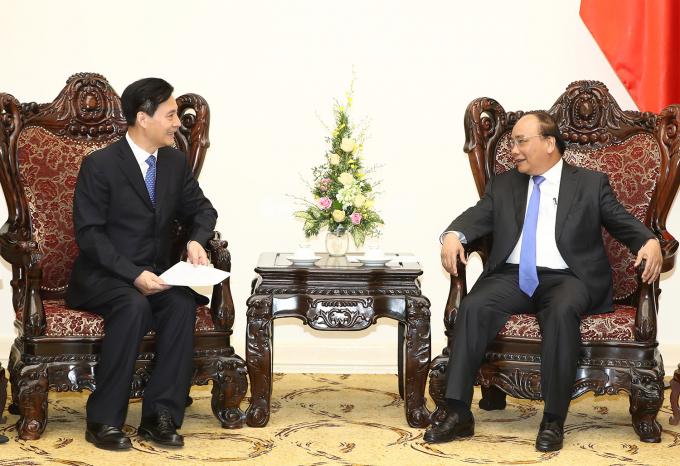 Thủ tướng Nguyễn Xuân Phúc và ông Trần Nghĩa Long, Chủ tịch Hội đồng quản trị Tập đoàn Kaidi.