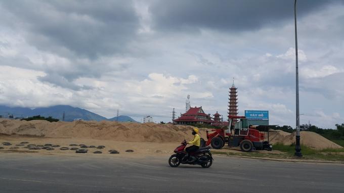 Công ty Tây Hồ cho hộ kinh doanh Thanh Phong tập kết cát trái phép