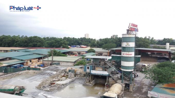Nằm ngay sát cầu Thanh Trì trạm trộn này vẫn qua mặt được các cơ quan chức năng quận Hoàng Mai.