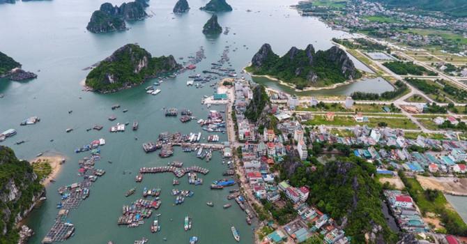 Một cảng biển nằm tại huyện Vân Đồn, tỉnh Quảng Ninh. Việt Nam sẽ có ba đơn vị hành chính - kinh tế đặc biệt: Vân Đồn (Quảng Ninh), Phú Quốc (Kiên Giang) Bắc Vân Phong (Khánh Hoà) - Ảnh: Zing.
