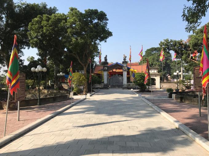 Khung cảnh đền Trần Thương.