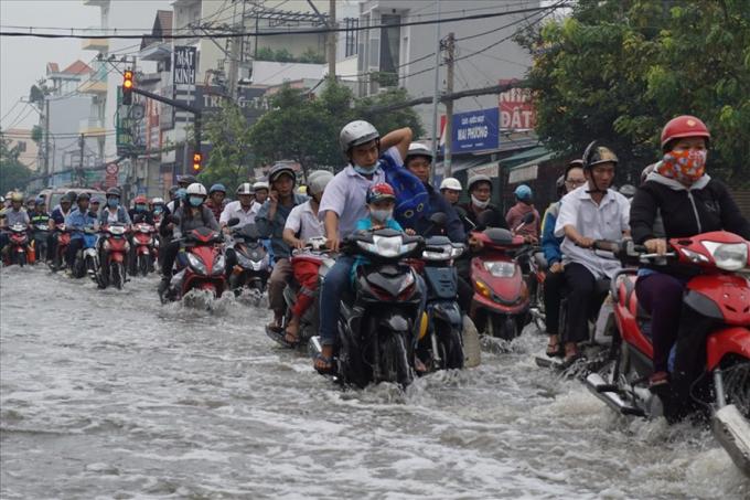 Đường Huỳnh Tấn Phát thường xuyên ngập nặng do mưa và triều cường. Ảnh: M.Q
