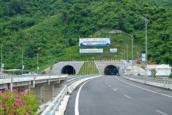 Hầm đường bộ Đèo Cả. Ảnh: Báo Khánh Hòa