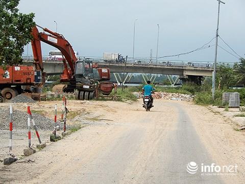 Đường ven sông Tuyên Sơn – Túy Loan khởi công từ năm 2003 nhưng thực hiện giữa chừng thì dừng lại hồi năm 2006. Nay UBND TP Đà Nẵng chủ trương tiếp tục thực hiện dự án để nối thông từ chân cầu Đỏ lên tới Túy Loan (Ảnh: HC)