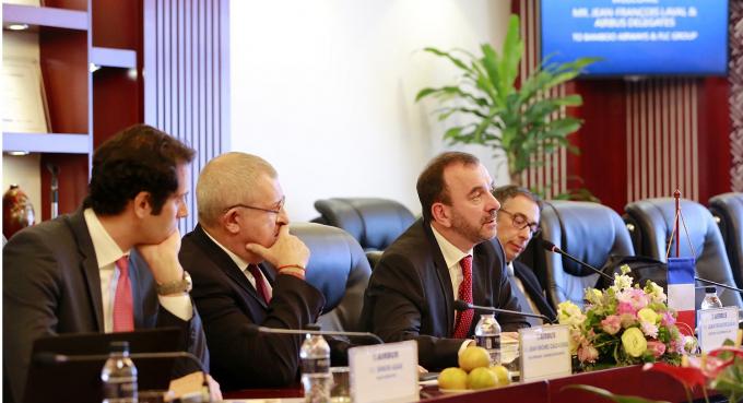 Ông Jean-François Laval - Phó Chủ tịch điều hành khu vực châu Á của Airbus phát biểu tại buổi làm việc.