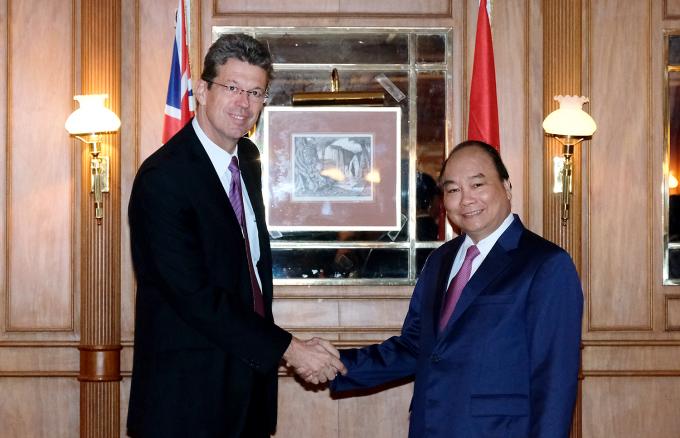 Thủ tướng Nguyễn Xuân Phúc tiếp ông Lukas Paravicini, Giám đốc điều hành Tập đoàn Fonterra. Ảnh: VGP/Quang Hiếu