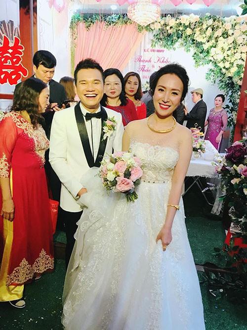 MC Thành Trung chia sẻ ảnh đám cưới của ca sĩ Khắc Việt. Anh viết hài hước: