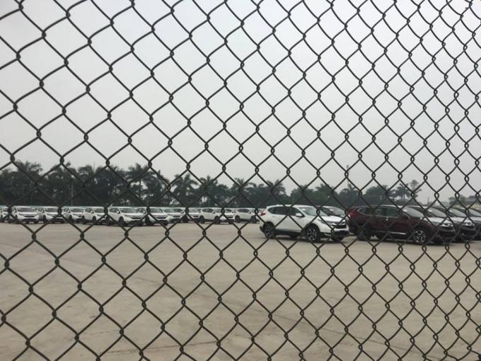 Bãi xe được bảo vệ qua rào chắn bằng lưới B40.