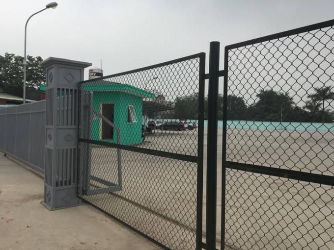 Tường rào B40 bao quanh.