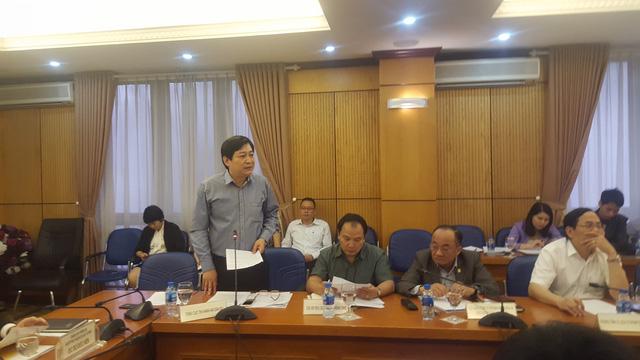 Ông Nguyễn Văn Sơn trả lời tại cuộc họp báo.